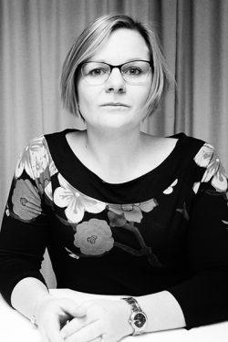 Porträttbild på Karolina Wikmyr
